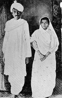 Gandhi and his wife kasturbai